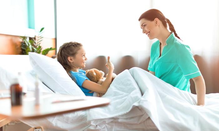 Técnica de enfermagem ganha direito à redução de jornada para cuidar de filha com autismo